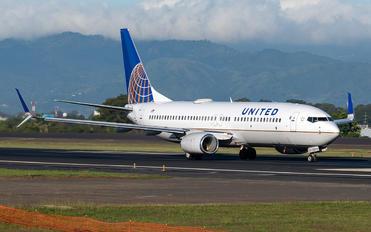 N37255 - United Airlines Boeing 737-800