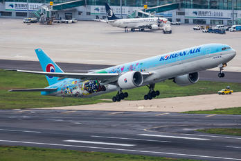 HL8209 - Korean Air Boeing 777-300ER