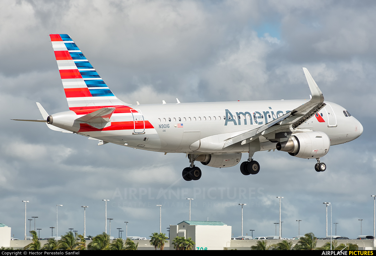 American Airlines N9016 aircraft at Miami Intl