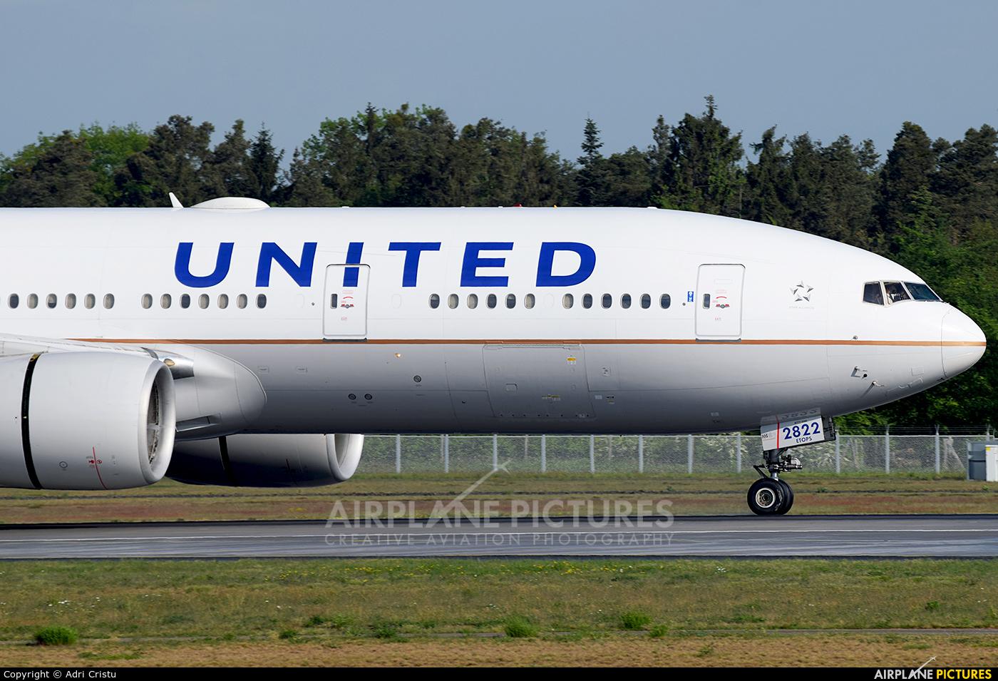 United Airlines N222UA aircraft at Frankfurt