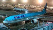 HL7203 - Korean Air Boeing 777-300 aircraft