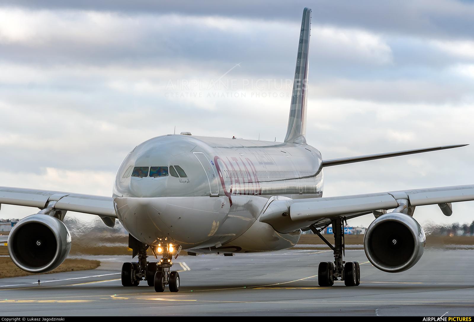 Qatar Airways A7-AEF aircraft at Warsaw - Frederic Chopin
