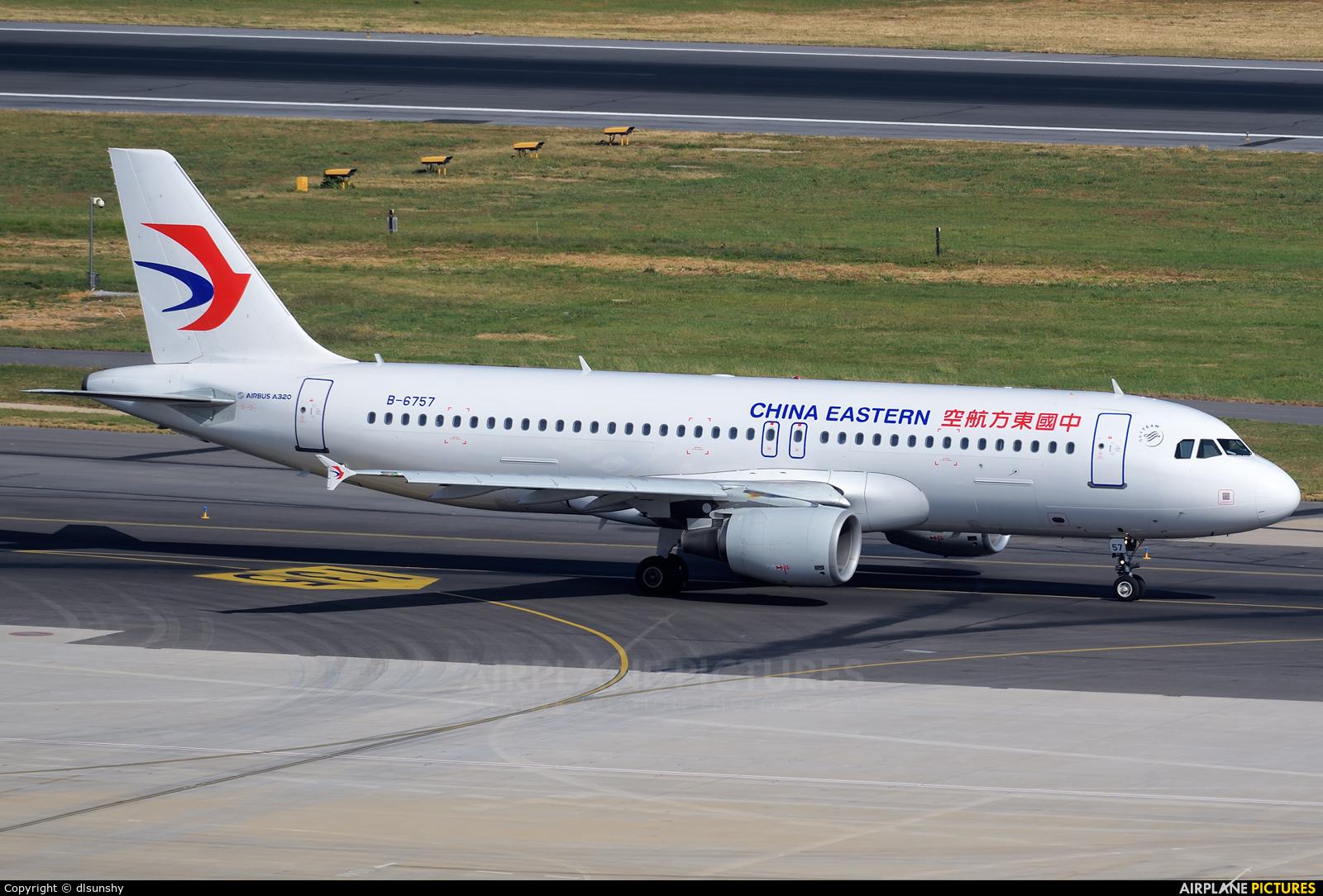 China Eastern Airlines B-6757 aircraft at Dalian Zhoushuizi Int'l