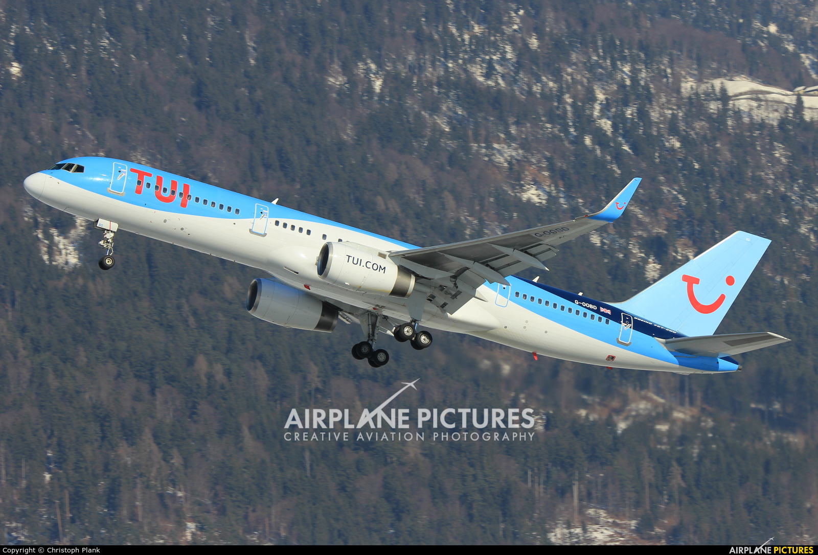 TUI Airways G-OOBD aircraft at Innsbruck