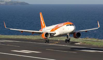 OE-IJS - easyJet Airbus A320