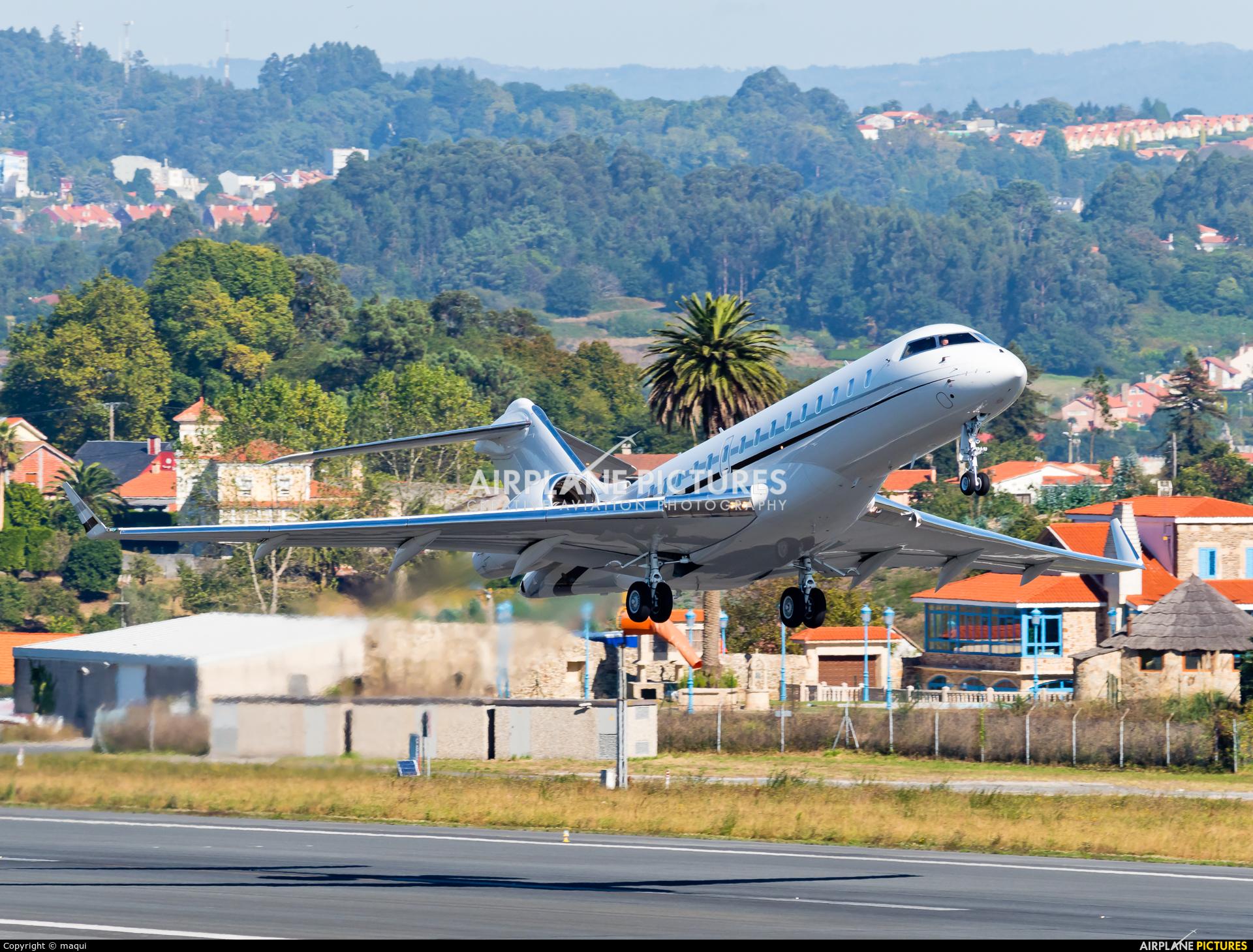 Private N244DS aircraft at La Coruña