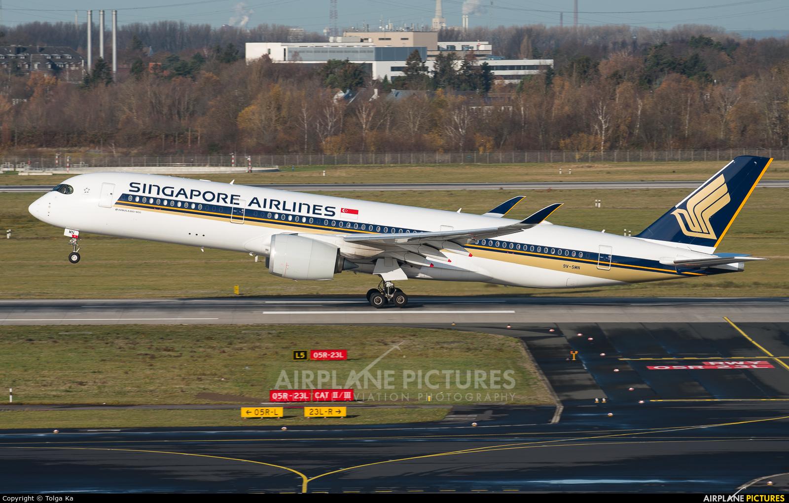 Singapore Airlines 9V-SMN aircraft at Düsseldorf