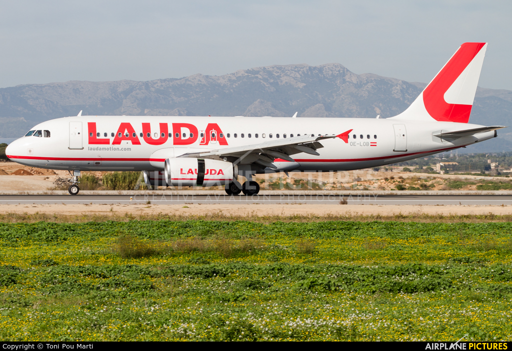 LaudaMotion OE-LOB aircraft at Palma de Mallorca