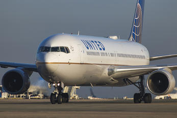 N671UA - United Airlines Boeing 767-300ER