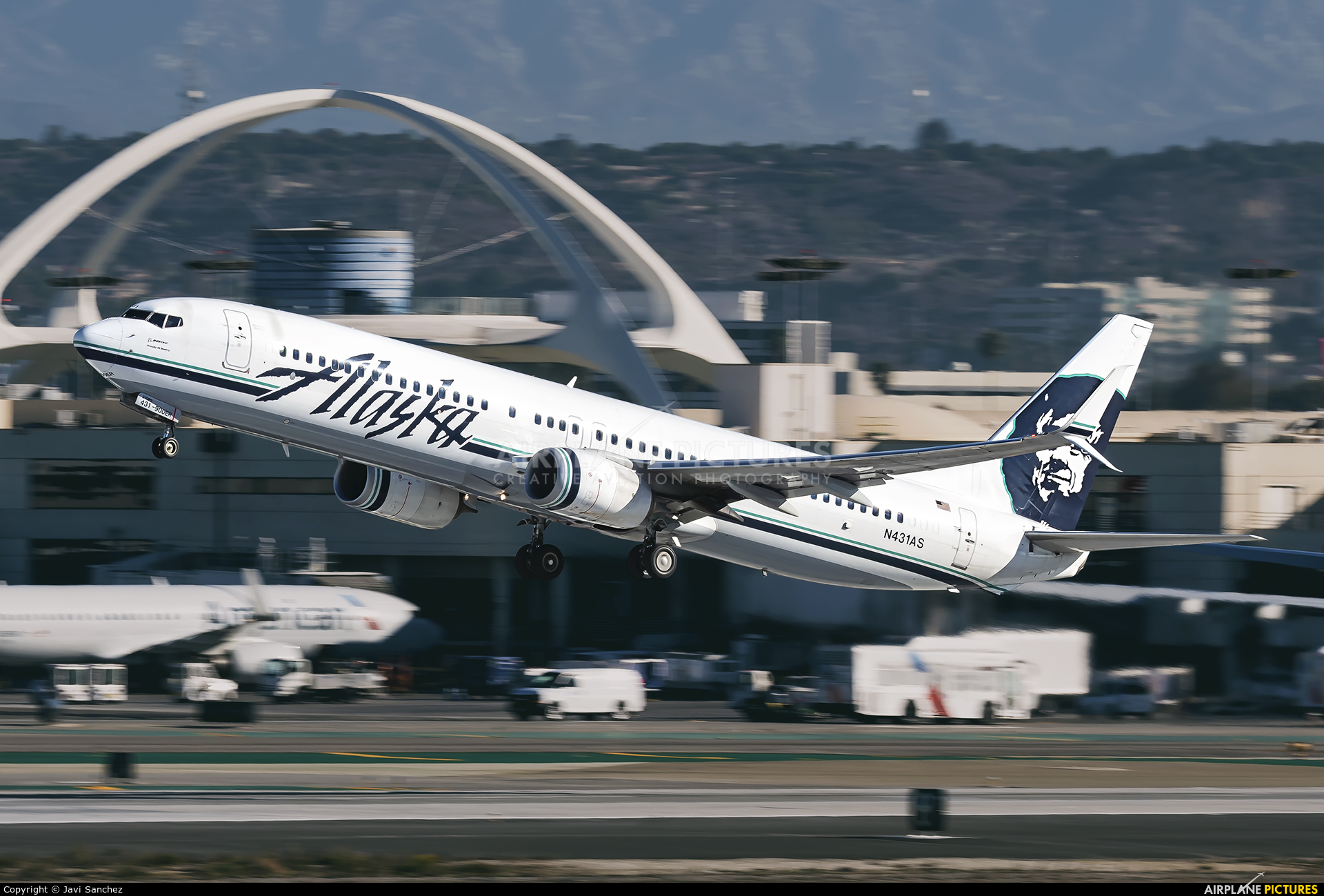 Alaska Airlines N431AS aircraft at Los Angeles Intl