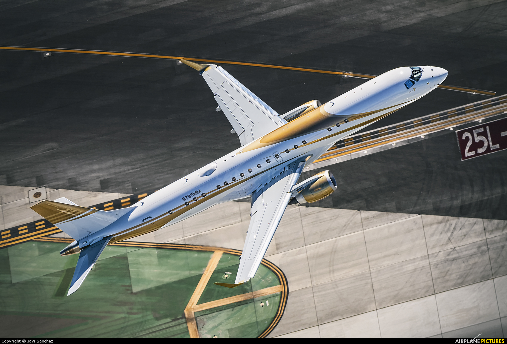 Private N785MM aircraft at Los Angeles Intl