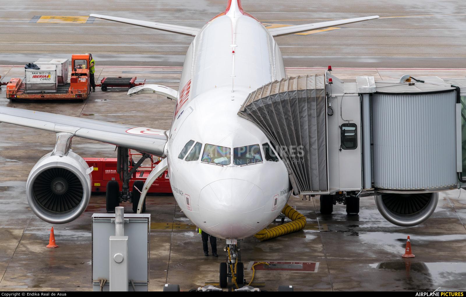 Iberia EC-LXQ aircraft at Barcelona - El Prat