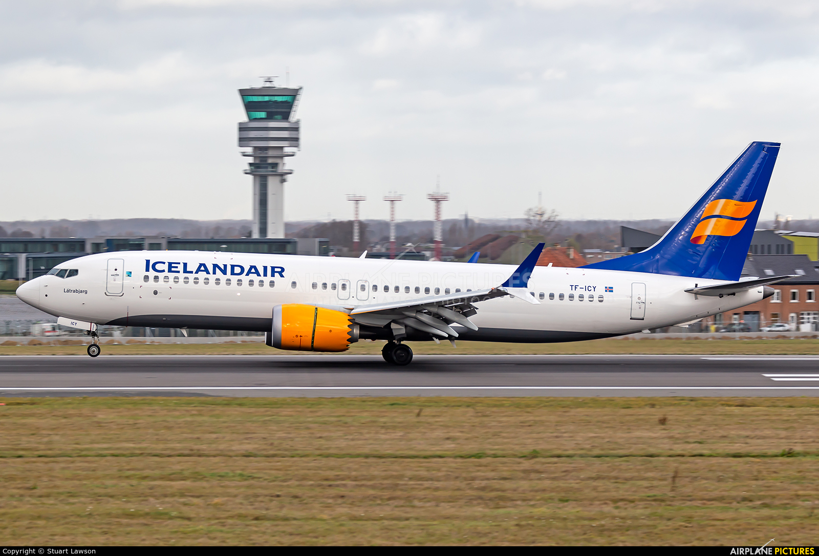 Icelandair TF-ICY aircraft at Brussels - Zaventem