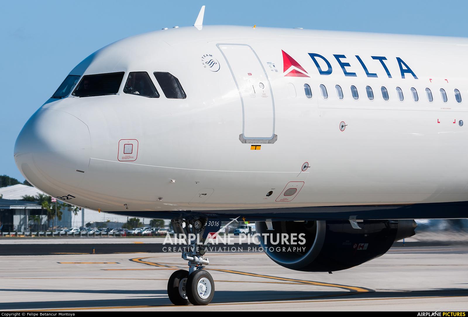Delta Air Lines N316DN aircraft at Fort Lauderdale - Hollywood Intl