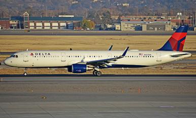 N327DN - Delta Air Lines Airbus A321
