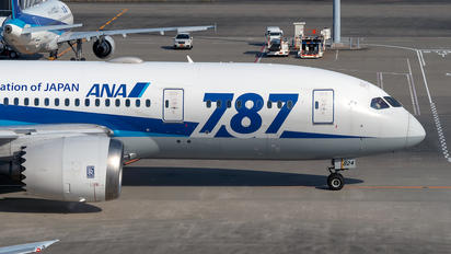 JA824A - ANA - All Nippon Airways Boeing 787-8 Dreamliner