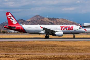 PR-MHQ - TAM Airbus A320