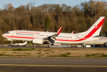 N785BJ - Poland - Air Force Boeing 737-800