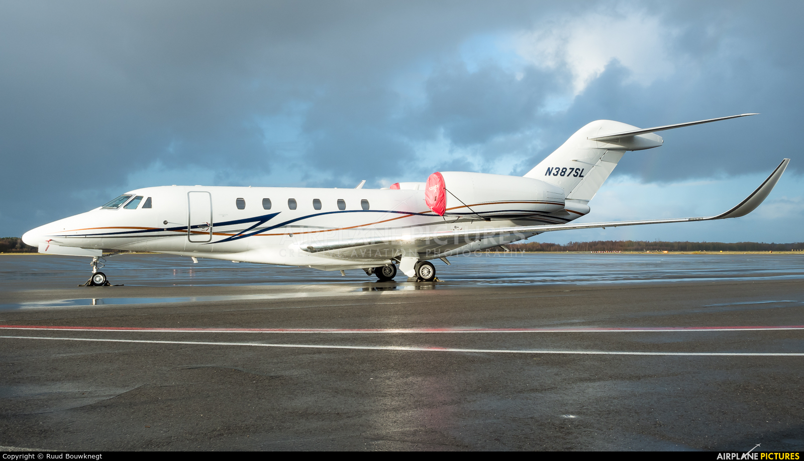 Private N387SL aircraft at Eindhoven