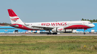 RA-64043 - Red Wings Tupolev Tu-204