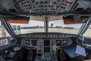 G-EZUI - easyJet Airbus A320