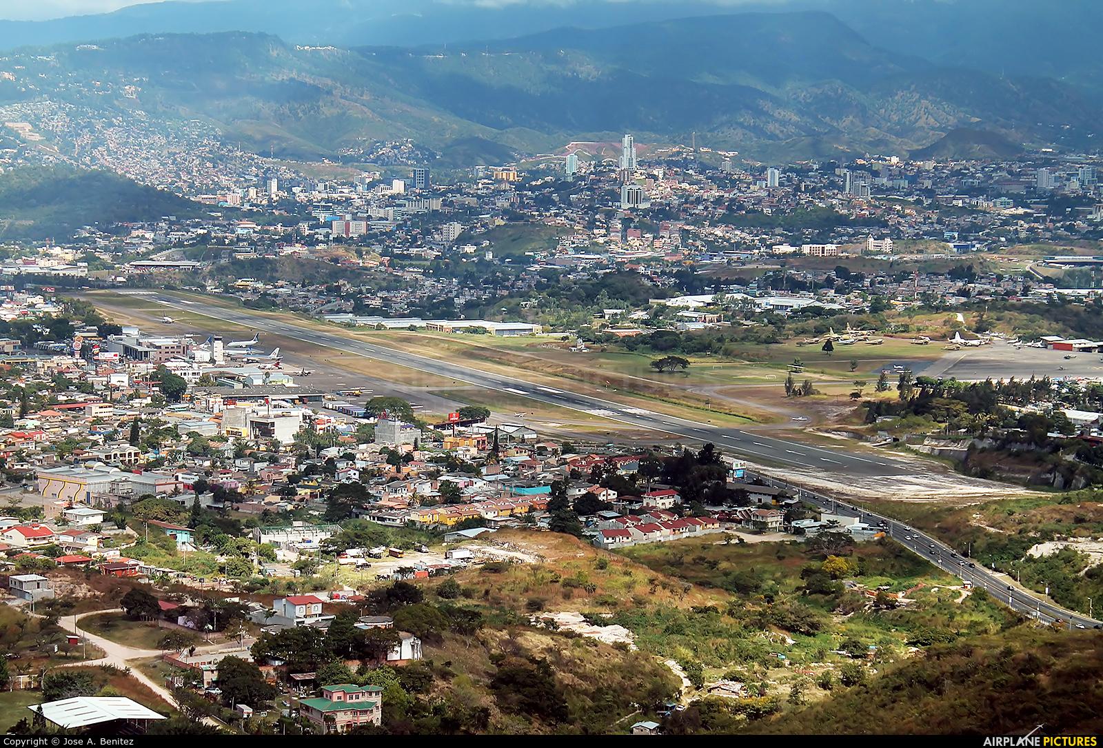 - Airport Overview - aircraft at Tegucigalpa - Toncontin