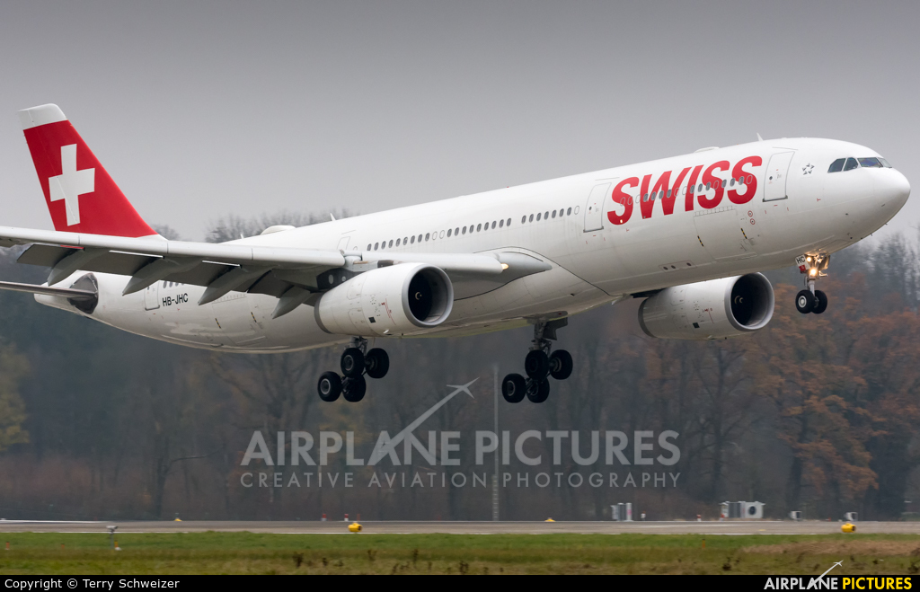Swiss HB-JHC aircraft at Zurich
