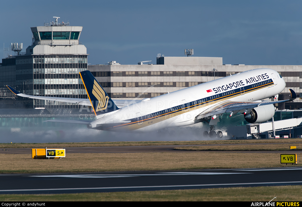 Singapore Airlines 9V-SMA aircraft at Manchester