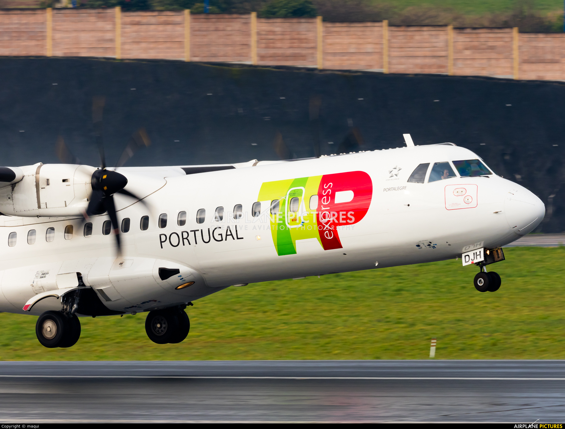 TAP Express CS-DJH aircraft at La Coruña