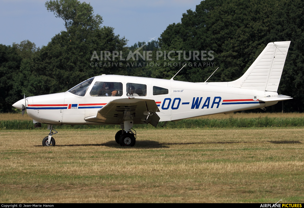 Private OO-WAR aircraft at Diest Schaffen