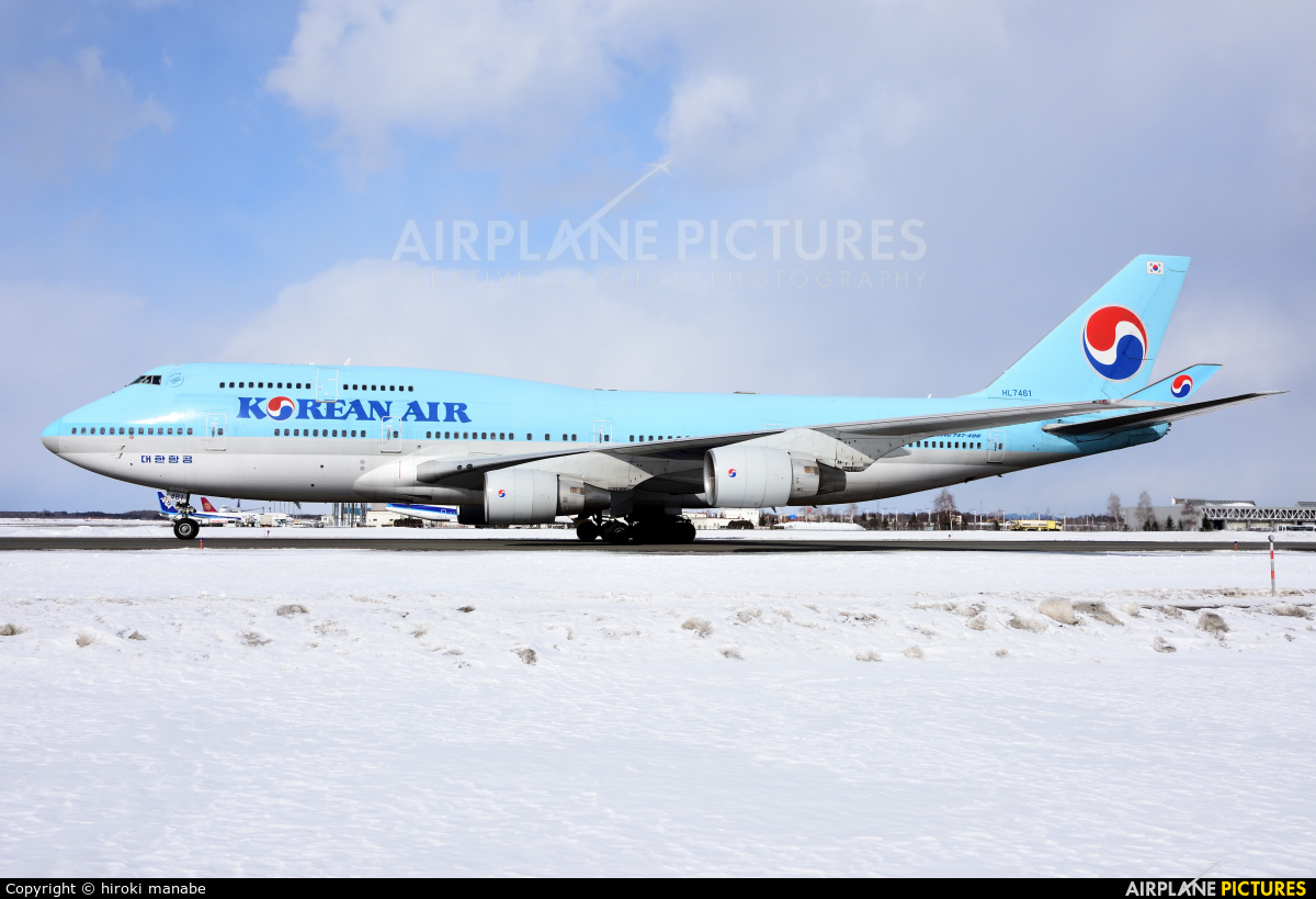 Korean Air HL7461 aircraft at New Chitose