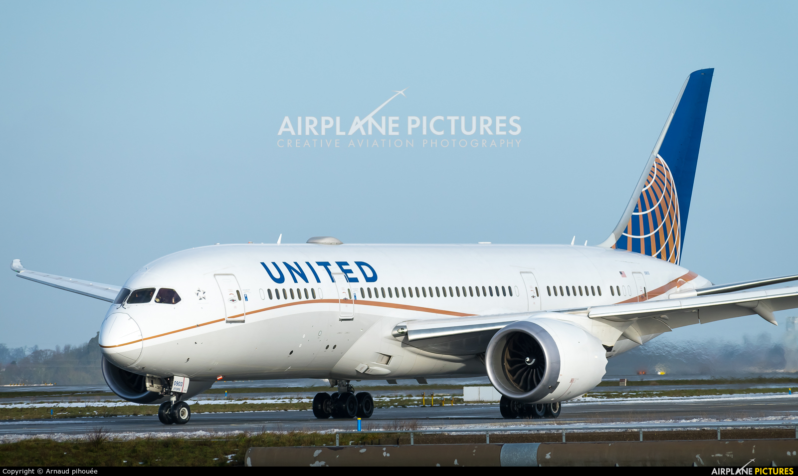 United Airlines N27903 aircraft at Paris - Charles de Gaulle