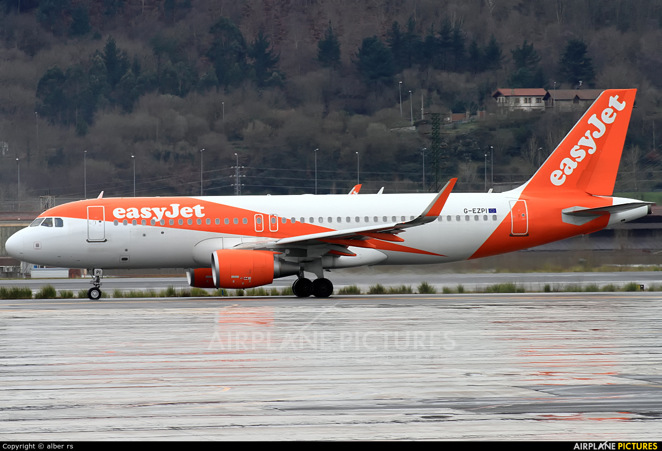 easyJet G-EZPI aircraft at Bilbao
