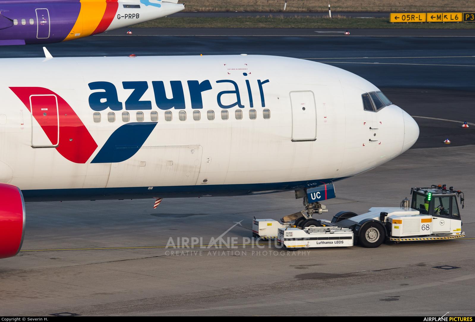 AzurAir D-AZUC aircraft at Düsseldorf