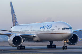N2341U - United Airlines Boeing 777-300ER