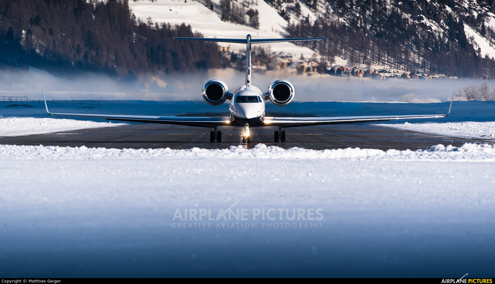 Private N5GV aircraft at Samedan - Engadin
