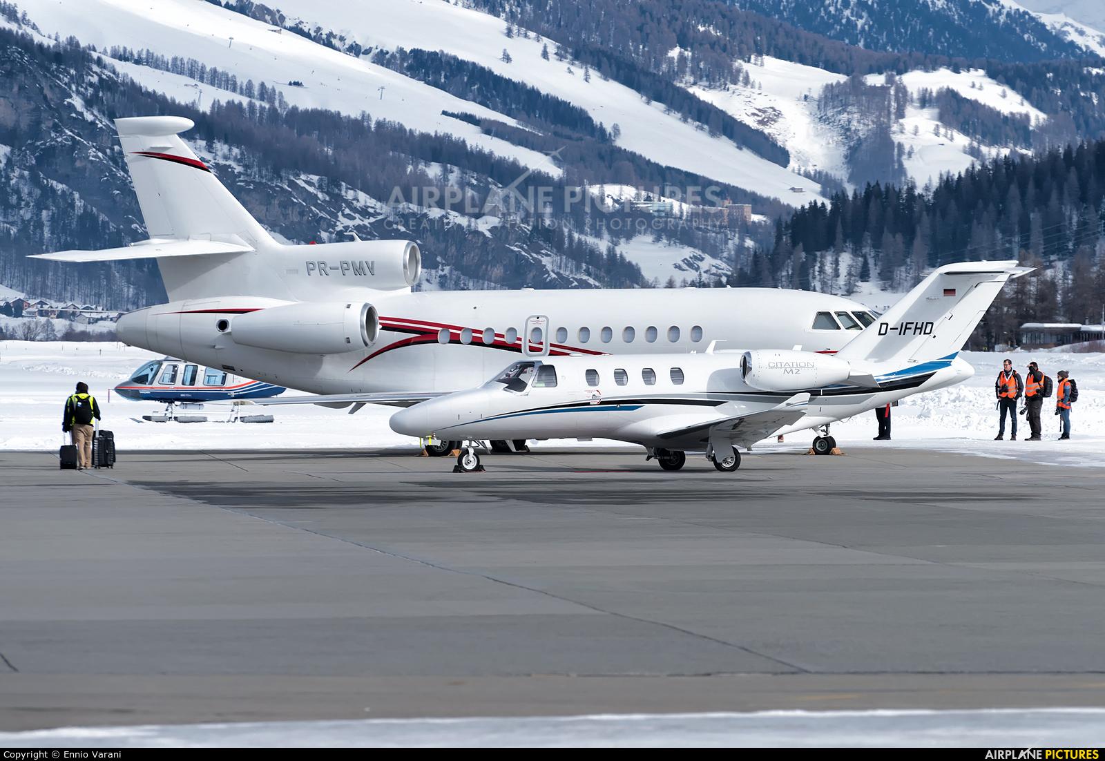 - Airport Overview LSZS aircraft at Samedan - Engadin