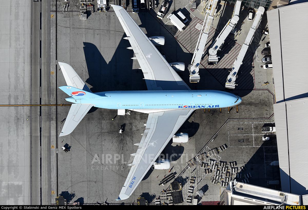 Korean Air HL7619 aircraft at Los Angeles Intl