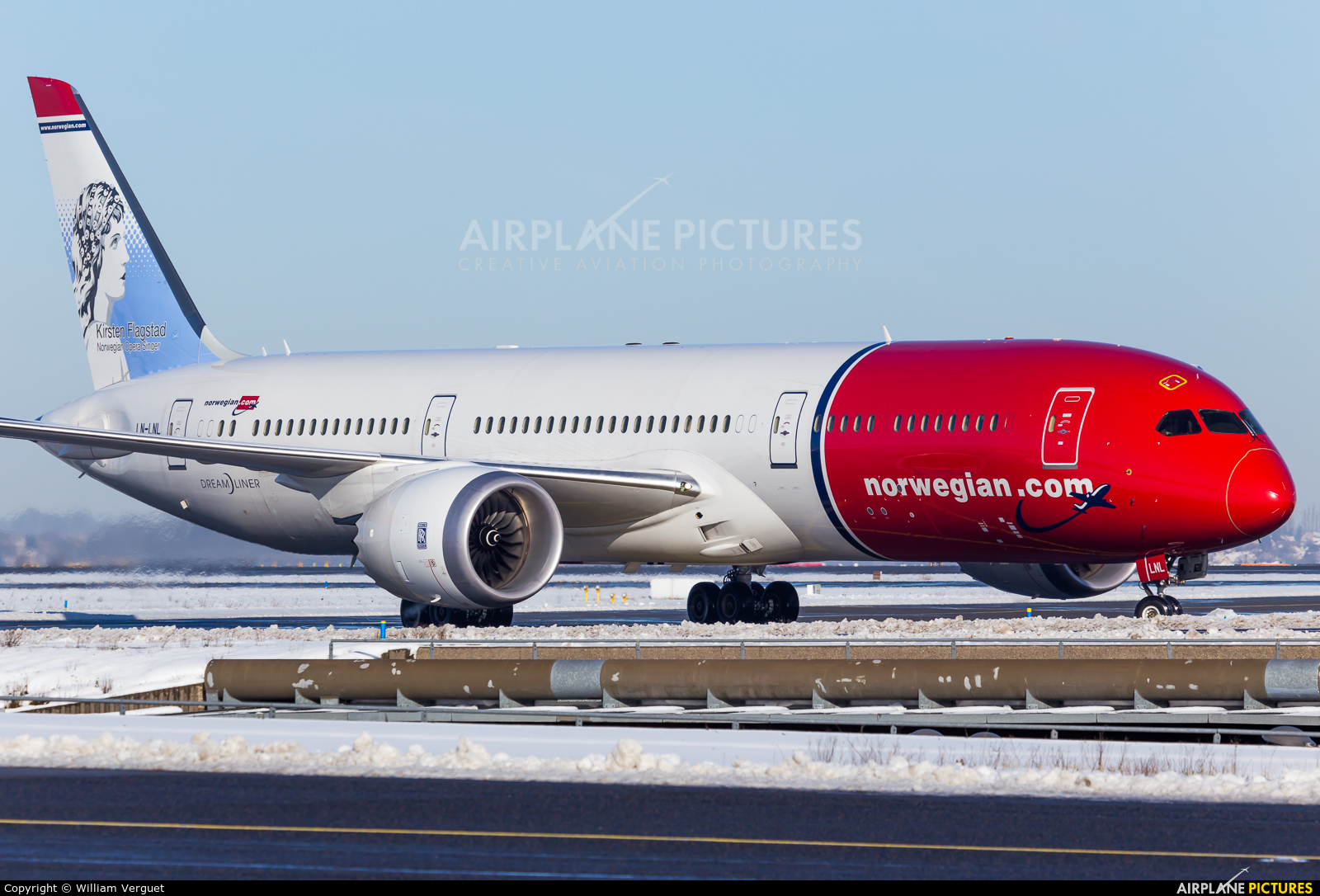 Norwegian Air International LN-LNL aircraft at Paris - Charles de Gaulle