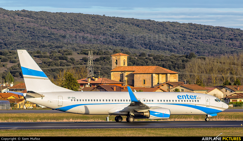 Enter Air SP-ENL aircraft at Vitoria