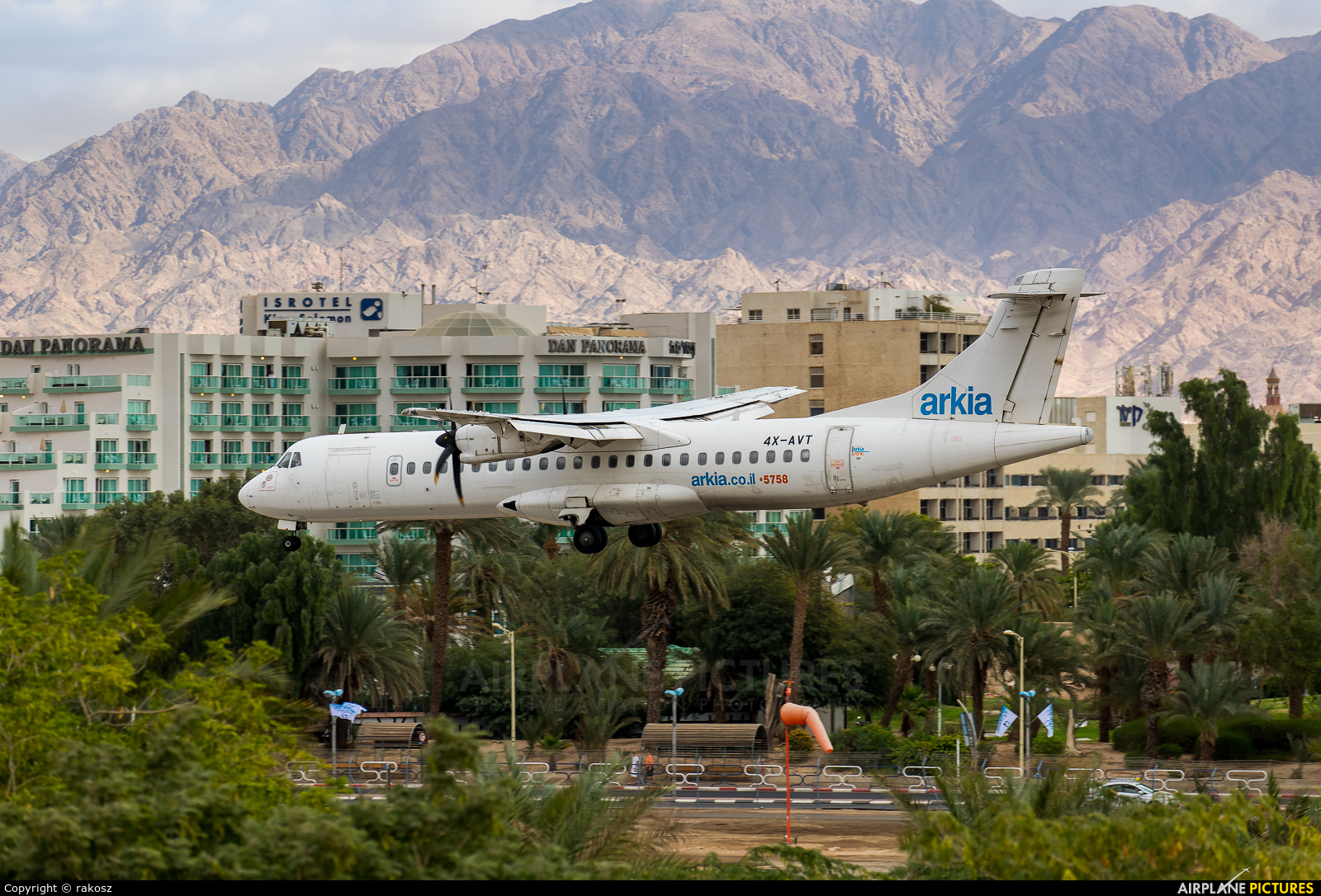 Arik Air 4X-AVT aircraft at Eilat - J. Hozman