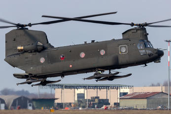 MM81789 - Italy - Army Boeing CH-47F Chinook