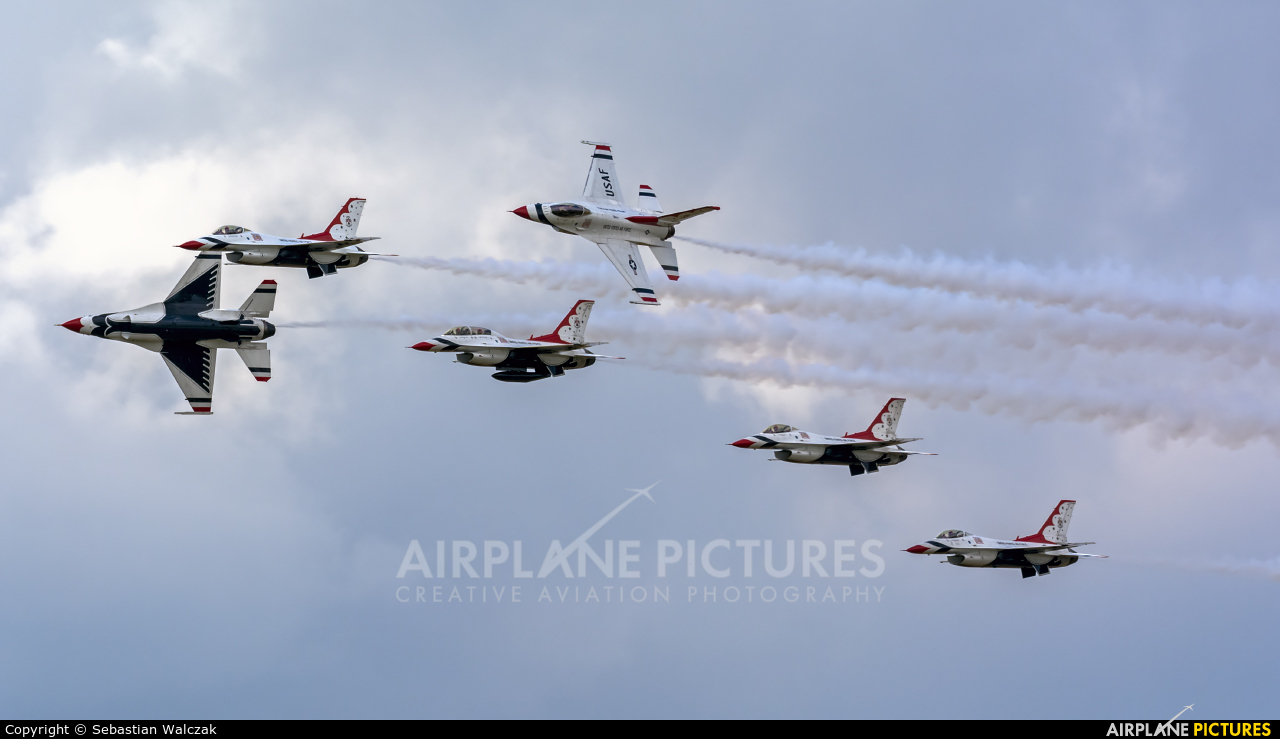 USA - Air Force : Thunderbirds 87-0319 aircraft at Fairford