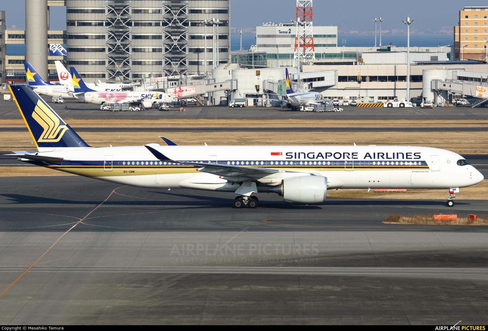 Singapore Airlines 9V-SMM aircraft at Tokyo - Haneda Intl