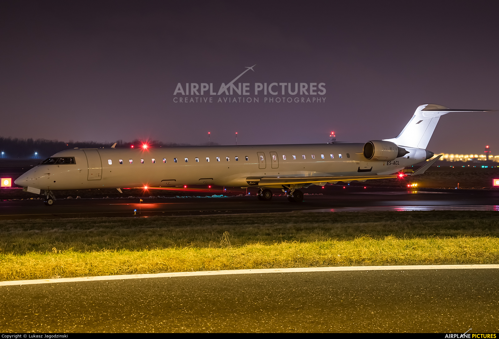 Nordica ES-ACL aircraft at Warsaw - Frederic Chopin