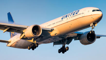 N2644U - United Airlines Boeing 777-300ER