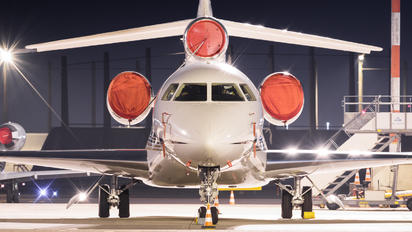 VH-CRW - CrownAir Dassault Falcon 7X