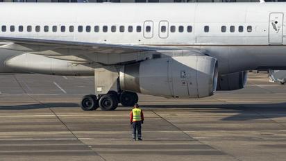 N34131 - United Airlines Boeing 757-200