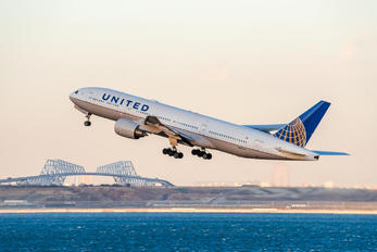 N787UA - United Airlines Boeing 777-200ER