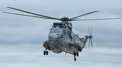 ZE422 - Royal Navy Westland Sea King ASaC.7